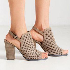 Kelsi Dagger | 7.5 | Brooklyn Goya Heels